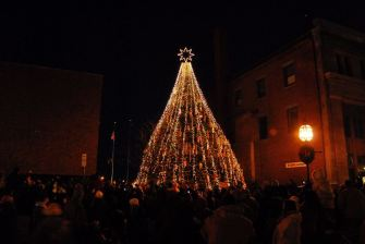 december-12-gloucesters-lobster-trap-tree-lighting